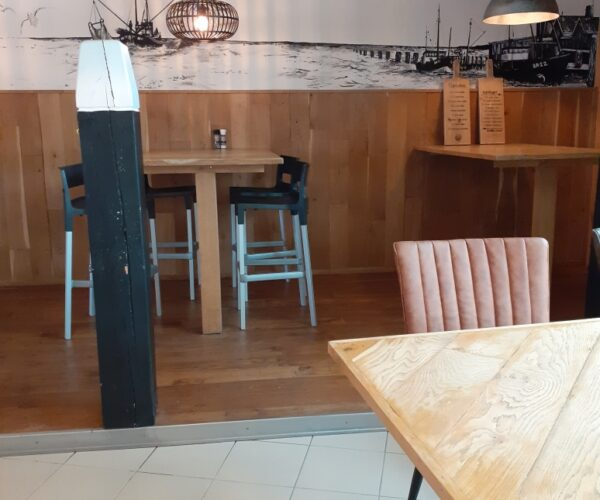 tafeltjes beschikbaar bij Fieret's Ocean buffetrestaurant
